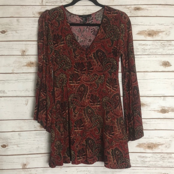Forever 21 Dresses & Skirts - Super cute paisley dress with bell sleeves